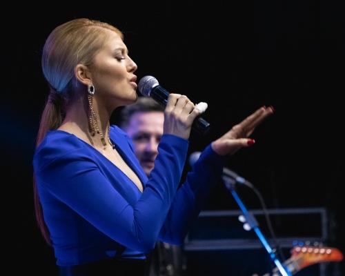 Nina Donelli performing at charity concert in Murska Sobota